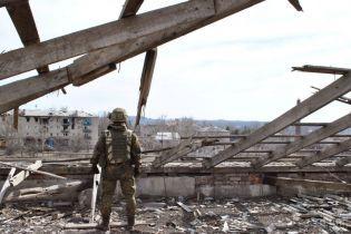 Почти тишина: на Донбассе боевики стреляли лишь возле Песков