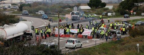 """""""Топливные"""" протесты во Франции: правоохранители заявили о двух погибших и 552 пострадавших"""