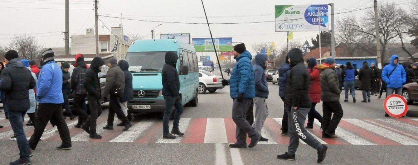 """""""Євробляхери"""" другий день блокують українські магістралі: на яких дорогах ускладнено рух"""