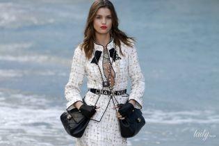 Откровенные декольте и туфли с прозрачными каблуками в коллекции Chanel сезона весна-лето 2019