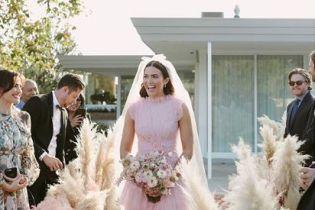 """Звезда ленты """"Спеши любить"""" Мэнди Мур поделилась первыми фотографиями со свадьбы"""