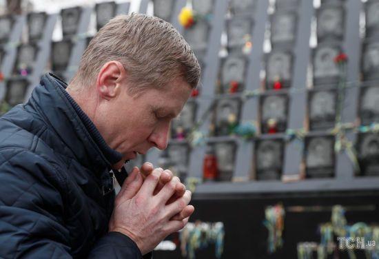 Молебень і сльози рідних. У Києві вшанували пам'ять героїв Небесної сотні