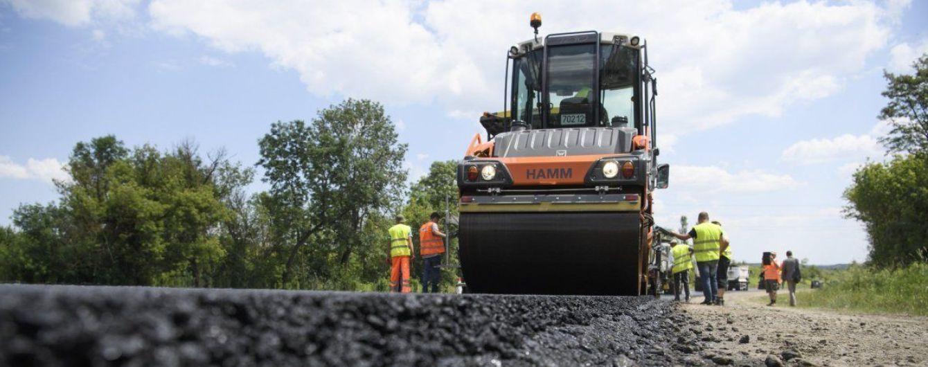 Гройсман показал, сколько дорог в Украине отремонтировано за 2018 год