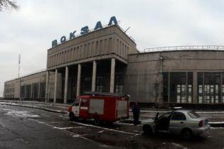 У Дніпрі невідомий повідомив про загрозу вибуху на трьох вокзалах та станції метро