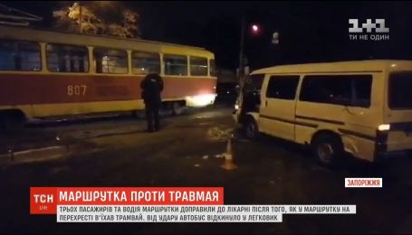 ДТП в Запорожье: трамвай протаранил автобус
