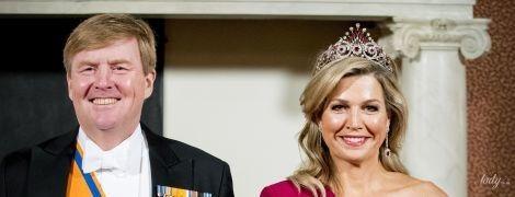 В вечернем платье и красивой тиаре: королева Максима на торжественном приеме во дворце