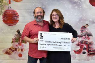 У США пара під час прибирання знайшла лотерейний квиток і виграла 1,8 млн доларів