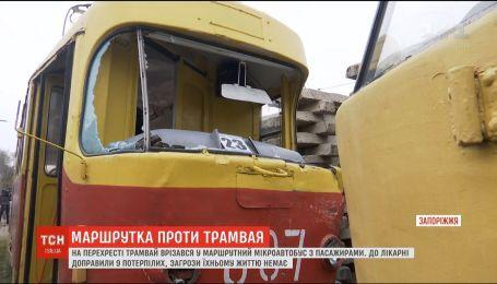 Водителю трамвая, который протаранил маршрутку в Запорожье, грозит 3 года за решеткой