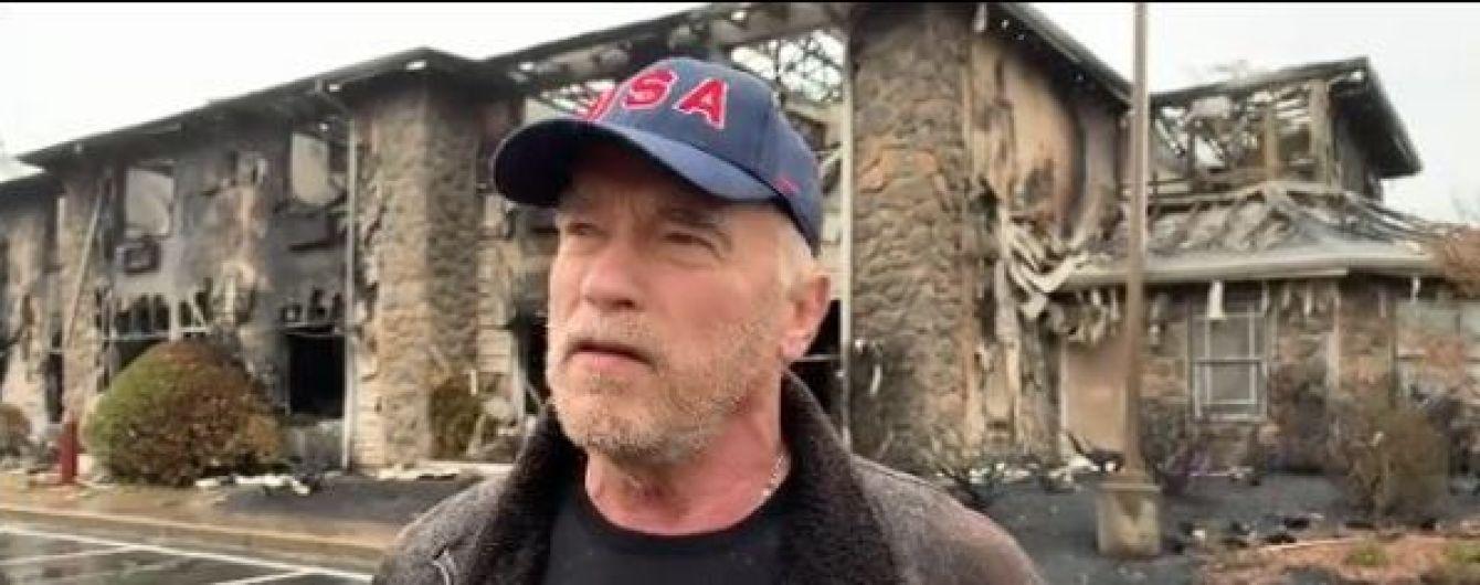 Каша від Арнольда: Шварценеггер нагодував пожежників Каліфорнії