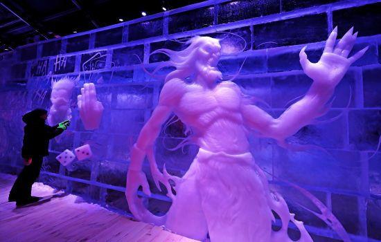 Величезні льодові скульптури і 3D-шоу. Reuters показало, який вигляд має перший у світі цифровий музей льоду