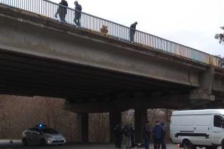 В Харькове мужчина упал с моста, пытаясь повеситься