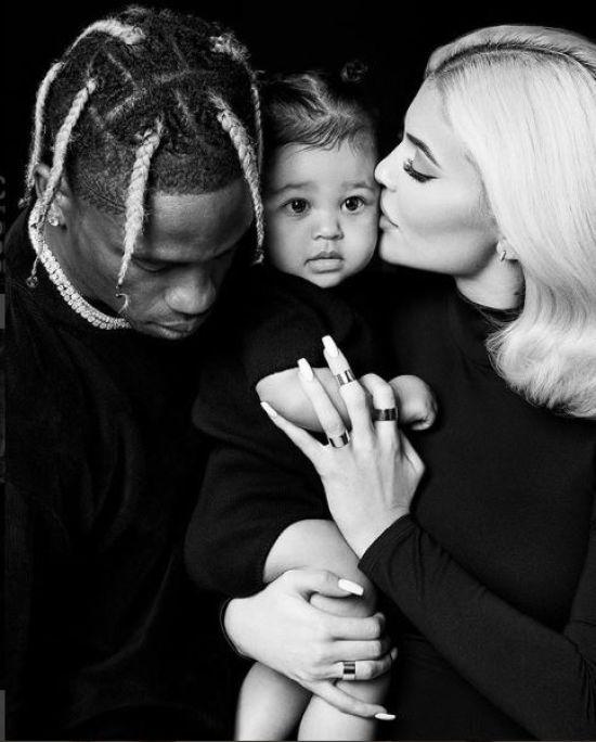 Кайлі Дженнер зворушила ніжними сімейними знімками з чоловіком та дочкою