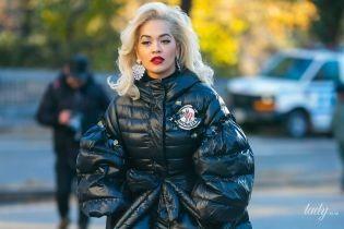 У прозорій сукні і пуховику: Ріта Ора гуляє Нью-Йорком