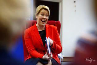 В красном жакете и на каблуках: министр по делам семьи Германии встретилась с детьми