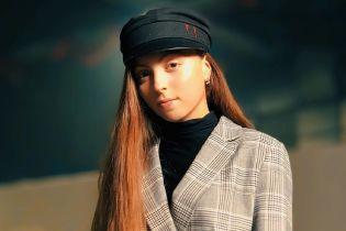Не дитяче заняття: 13-річна донька Олі Полякової показала, як вміє триматися на пілоні