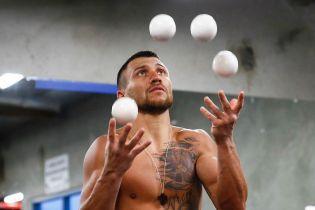 Російський боксер Беспутін допомогає Ломаченку готуватися до бою з Педрасою