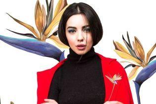 Платья и костюмы с изображением цветка стрелиции в стильной коллаборации украинского бренда