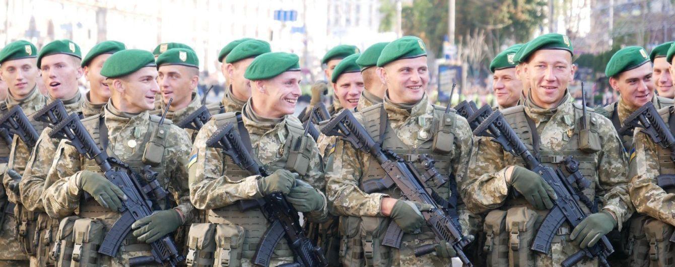 Военнослужащим повысят зарплаты