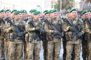 Військовослужбовцям підвищать зарплати
