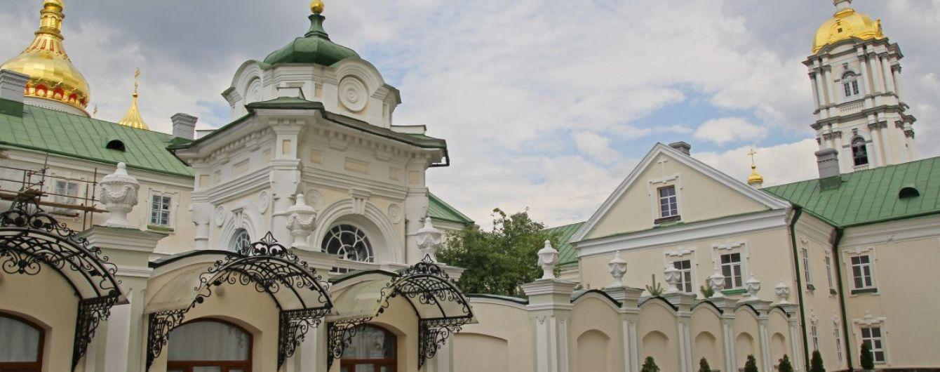 Минздрав подозревает вспышку коронавируса в Почаевской лавре: настоятель отказывается помогать медикам