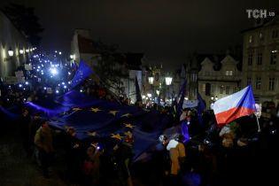 """""""Ми не Росія"""". Тисячі людей протестували в Чехії, вимагаючи відставки уряду"""
