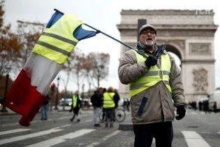 """""""Топливные"""" протесты во Франции: демонстрант с гранатой требовал встречи с Макроном"""