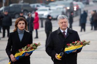 Петро Порошенко з дружиною вшанували пам'ять жертв Голодомору