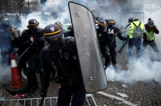 """Протести """"жовтих жилетів"""". Французька поліція застосувала сльозогінний газ"""
