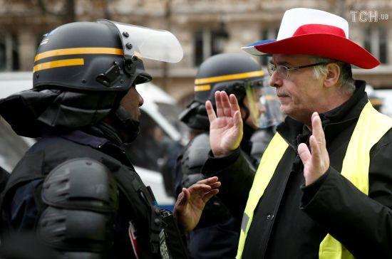 """Безлади у Франції: мітингувальники лякають війною, уряд звинувачує """"подругу Путіна"""""""