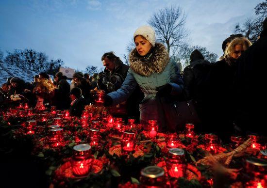 Українці в соцмережах діляться трагедіями власних сімей і переказами про Голодомор