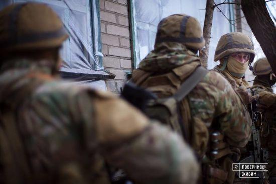 У штабі ООС показали відео, як військові повертали під контроль України ще один населений пункт