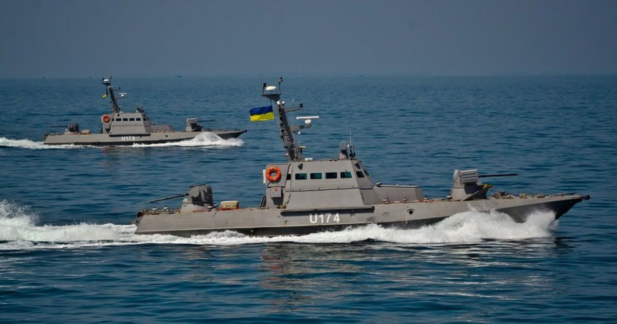 Ніч була гарячою: кораблі РФ влаштували провокацію українським катерам в Азовському морі
