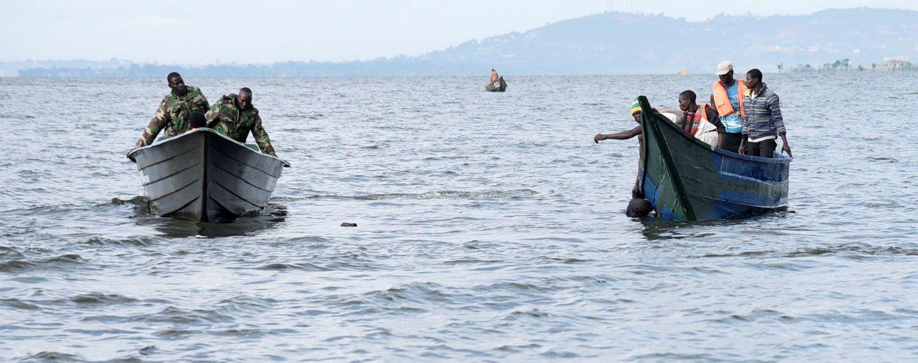 Затоплення яхти на озері Вікторія: рятувальники продовжують знаходити тіла загиблих