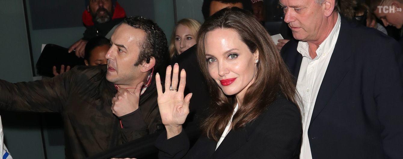 Розкішна Анджеліна Джолі у монохромному вбранні відвідала світський захід