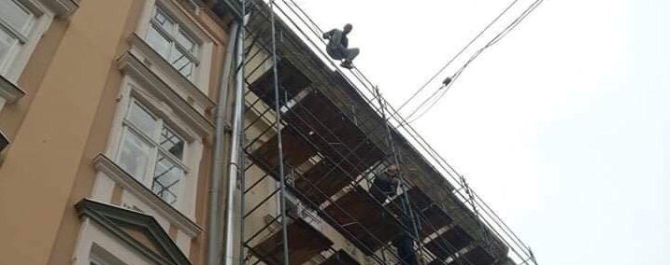 В центре Львова иностранец пытался совершить самоубийство