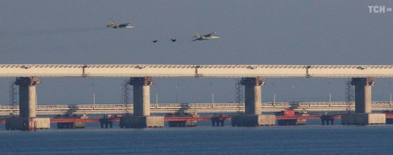 Росіяни відкрили вогонь і захоплюють українські катери біля Керченської протоки
