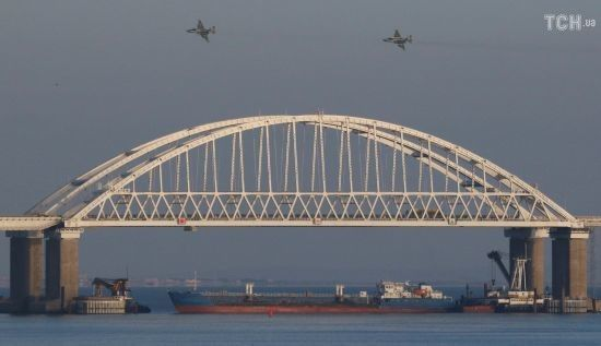 Росія погрожує застосувати зброю для зупинки українських катерів, що виходять з Керченської протоки - ВМС