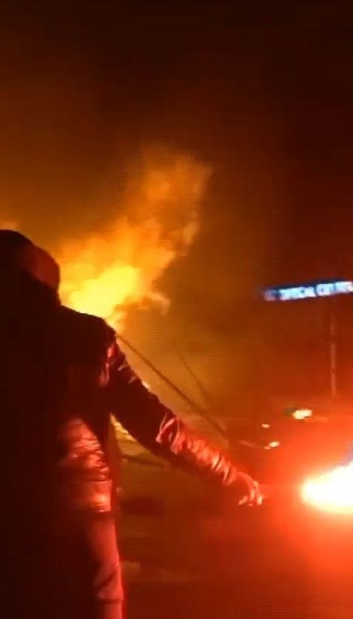 У Парижі протести проти підвищення цін на пальне переросли у сутички з поліцією