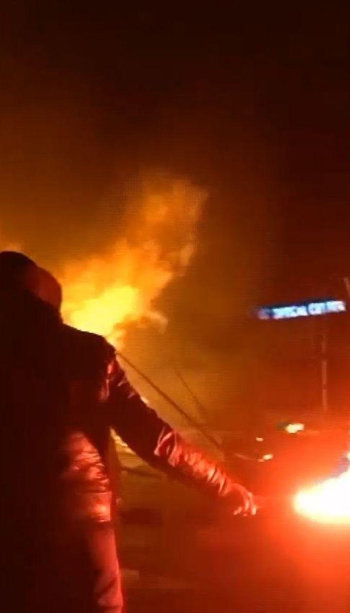 В Париже протесты против повышения цен на топливо переросли в столкновения с полицией