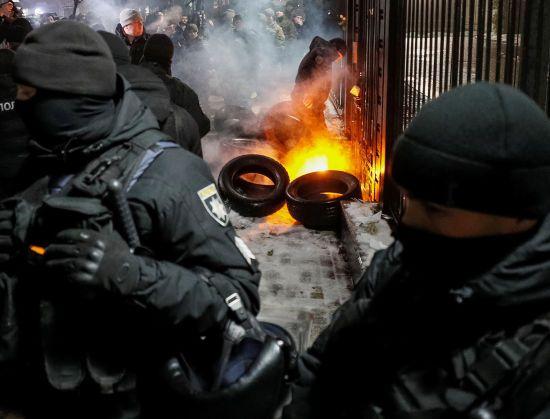 Слідком РФ порушив справи після протестів біля російських дипустанов в Україні