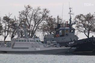 З'явилось перше відео з порту в Керчі, де утримують захоплені українські судна