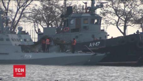 В Керченский порт доставили захваченные украинские суда
