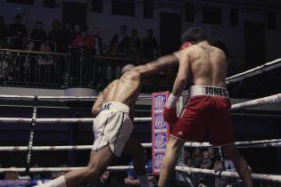 Упал лицом на ринг и лежал неподвижно: в боксе произошел один из самых зрелищных нокаутов в истории