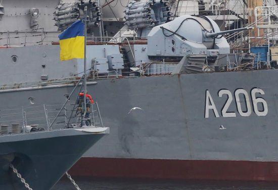 СБУ підтвердила, що на борту захоплених кораблів в Азовському морі перебували її співробітники