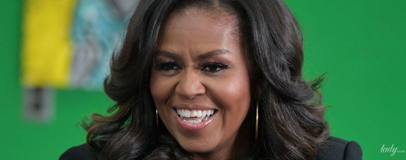 В чорному костюмі з акцентом на декольте: елегантна Мішель Обама на заході в Бостоні