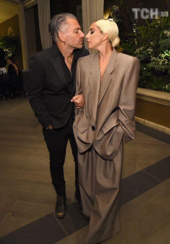 Безсоромна Леді Гага без білизни прогулялася Лондоном разом з нареченим