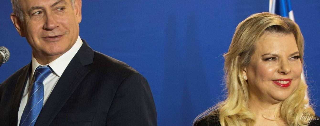 Total black: дружина прем'єр-міністра Ізраїлю в елегантній сукні на церемонії вітання