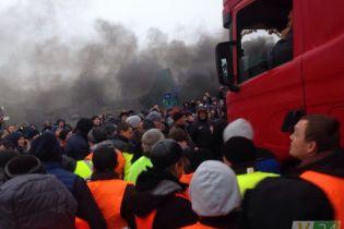 """На заблокированной """"евробляхерами"""" КПП на границе с Польшей произошла массовая драка"""