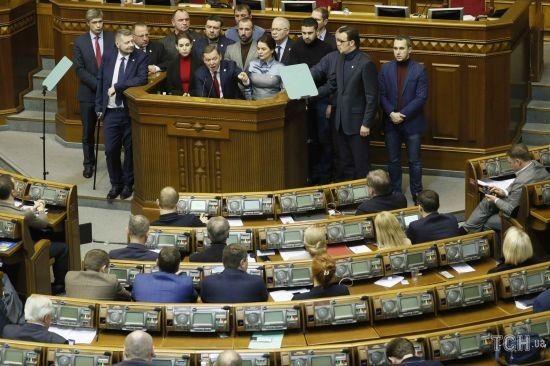 Хто з депутатів Верховної Ради проголосував за введення воєнного стану: поіменний список