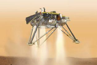 """Апарат InSight """"запоров"""" перше фото на Марсі після успішного приземлення"""